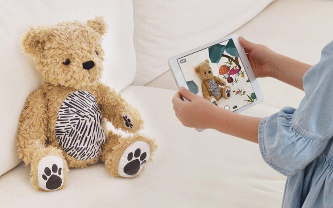 Parker, l'ours en peluche en réalité augmentée proposée par la firme américaine Seedling.